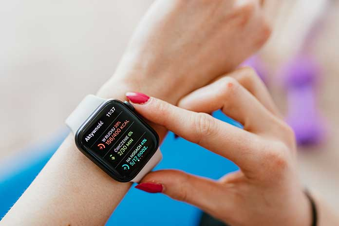 5-Best-Smartwatches-Women-Should-Be-Wearing-In-2021